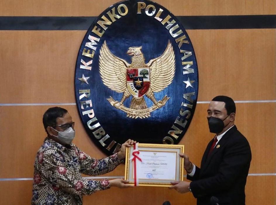 Selesaikan Tapal Batas RI-Malaysia, Mahfud Ganjar Hadi Prabowo Penghargaan
