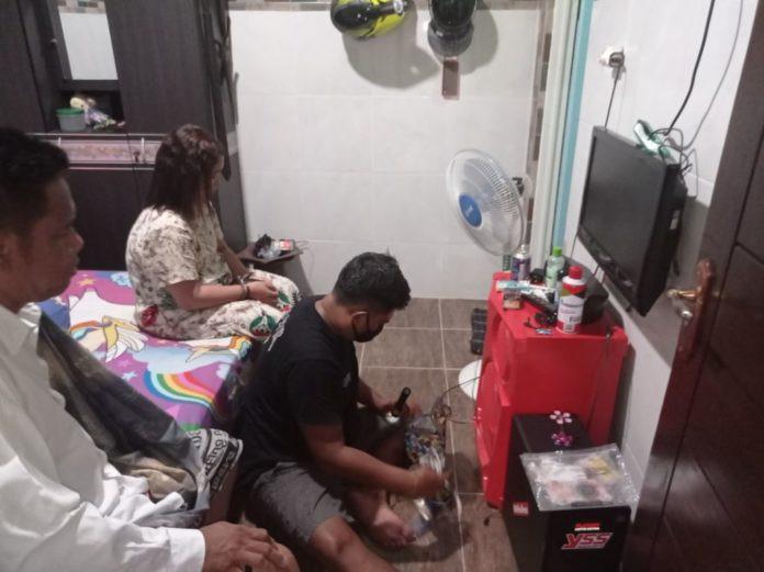 Ibu dan Anak Gadis Digerebek saat Berbuat Terlarang Bareng Pria di Rumah, Astaga
