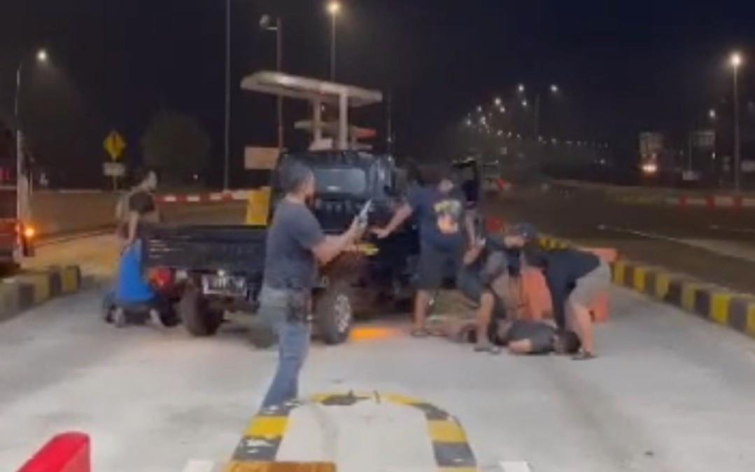 Penangkapan di Tol Kejapanan Pasuruan, Sindikat Curanmor Bawa Senjata Api - JPNN.com Jatim