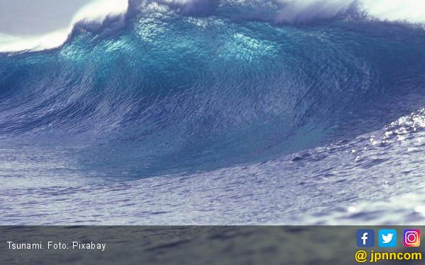 Gelombang Tinggi Mencapai Enam Meter Menerjang Pesisir Laut Selatan Sukabumi, Tsunami? - JPNN.com