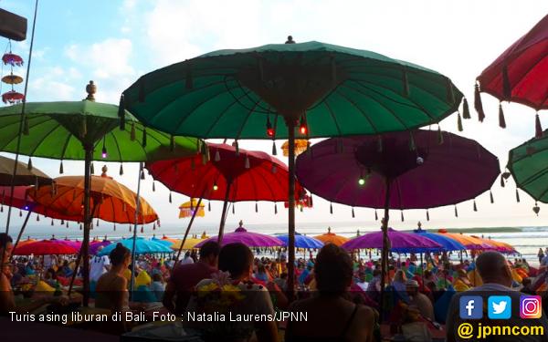 Turis Asing Boleh Masuk Bali Mulai Besok, PHRI Sentil Thailand Hingga Dubai, Ada Apa? - JPNN.com Bali