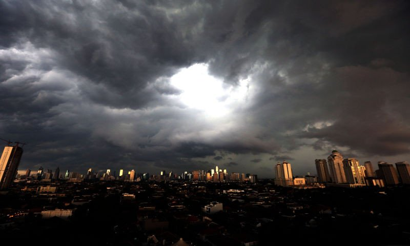 Analisa LAPAN soal Hujan Disertai Angin di Depok, Badai Bakal Berlanjut?
