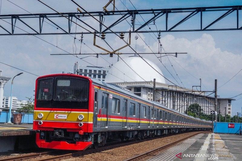 KAI Jalankan 900 Perjalanan KRL Hari Ini, Hati-hati Pintu Kereta Langsung Ditutup