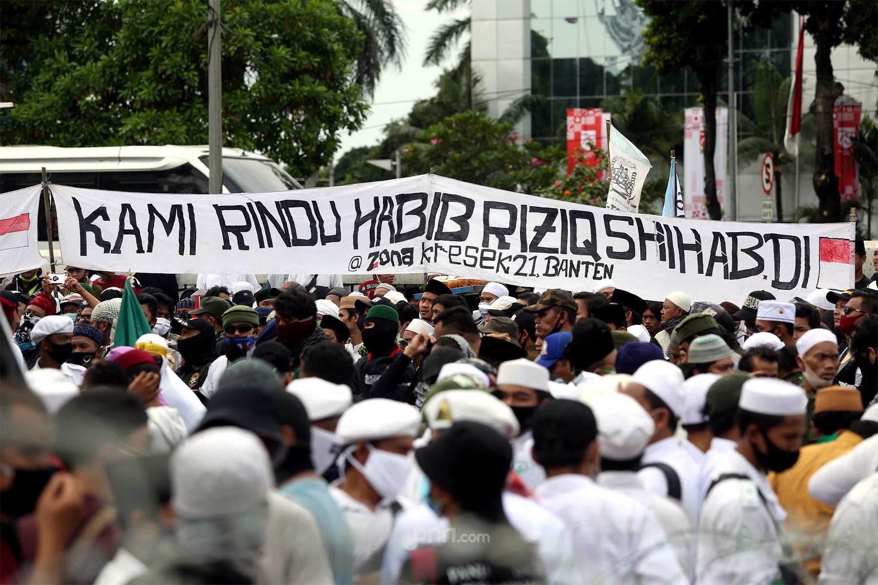 5 Berita Terpopuler: Demo FPI, Adian Lebih Bijak dari Prabowo, Grup WA KAMI Bikin Kaget