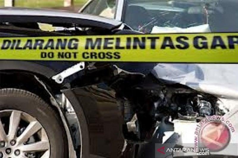 Pedagang Ditabrak Minibus, Gerobak Dagangan Hancur, Pengemudi Kabur, Polisi Langsung Bergerak - JPNN.com