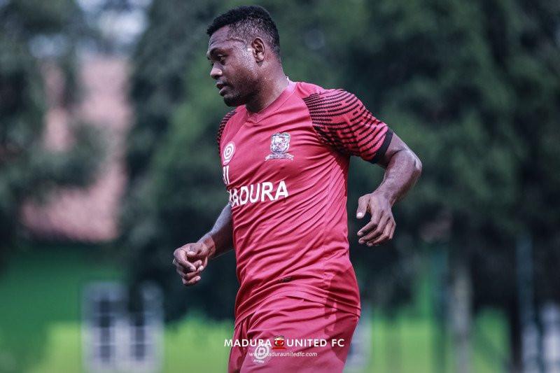 Baru Berduka, Pemain MU itu Tetap Bela Klub saat Lawan Persela - JPNN.com