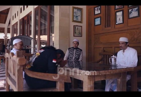 Kiai Hasan Ainul Yaqin Jadi Bintang Tamu Video Lagu Religi JPNN Musik - JPNN.com