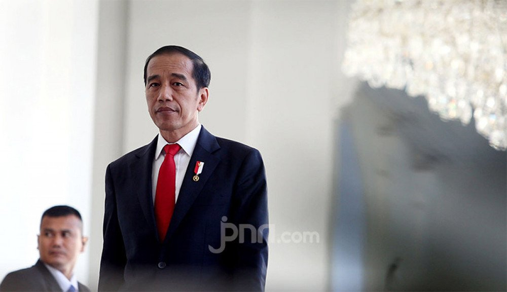 Giri Suprapdiono: Presiden Jokowi Tinggal Melakukan Tendangan Penalti Tanpa Kiper