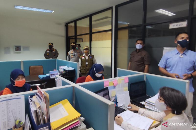 2 Perusahaan Ini Terciduk oleh Bupati Melanggar Aturan PPKM Darurat, Lihat - JPNN.com