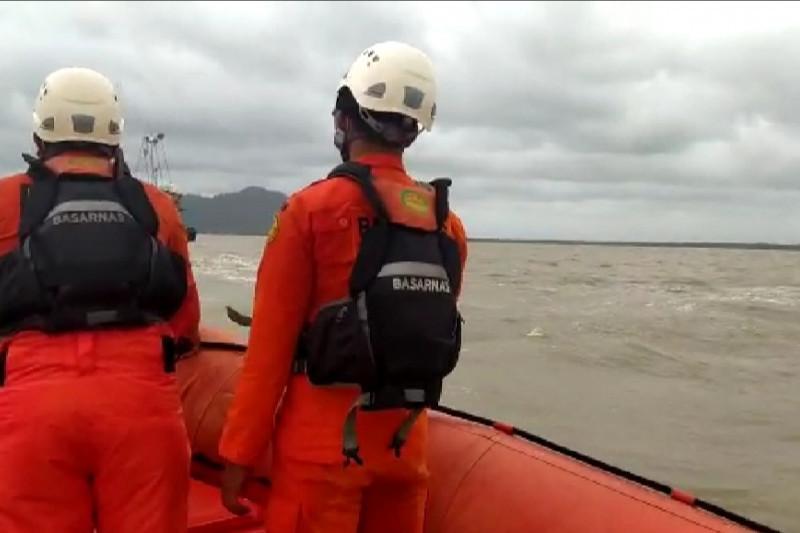Dua Kapal Nelayan Tenggelam di Pontianak, 13 ABK Hilang - JPNN.com
