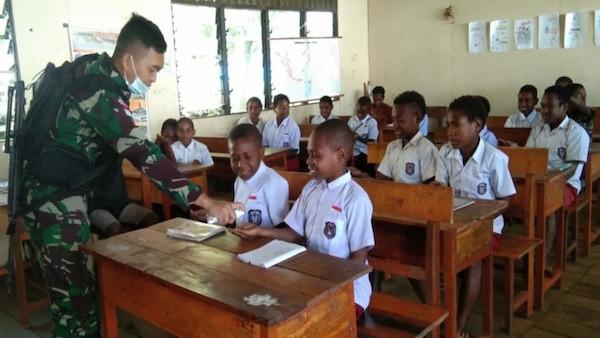 Satgas TNI Sosialisasikan Kepada Para Siswa Tentang Bahaya Covid-19 - JPNN.com