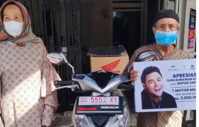 Kakek Safarudin Nekat Bersepeda 15 KM Demi Divaksin, Ivan Gunawan Beri Hadiah Ini - JPNN.com