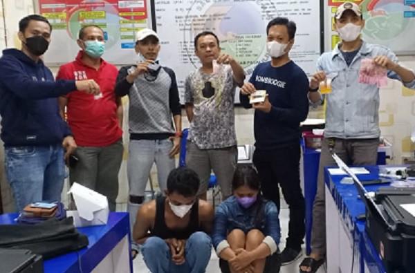 Tertangkap Basah Berbuat Dosa, Pasutri Pasrah saat Digelandang Polisi - JPNN.com