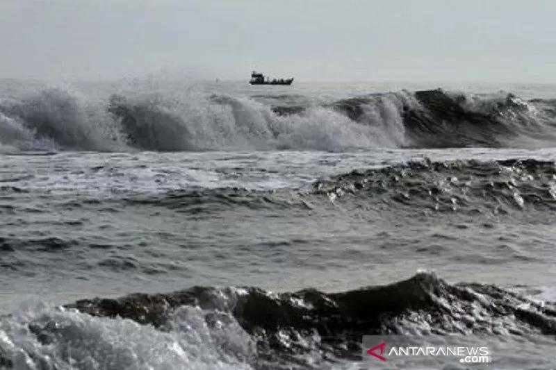 Baru Kerja 2 Minggu, Erwin dan Pan Hanyut di Pantai Ngalur Trenggalek - JPNN.com Jatim