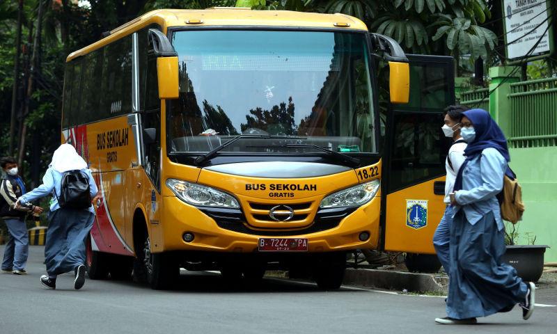 Pelayanan Bus Sekolah Gratis - JPNN.com
