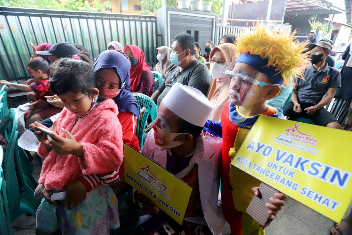 Badut Ajak Masyarakat Untuk Vaksin - JPNN.com