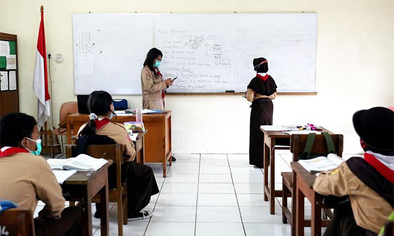 Orang Tua dan Siswa di Aceh Antusias PTM Terbatas - JPNN.com