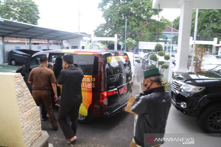 Kasus DAK 2010 Silam, 3 ASN di Jember Serahkan Diri ke Kejaksaan - JPNN.com Jatim