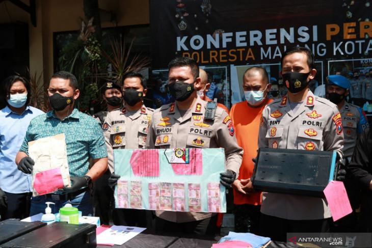 2 Pembobol Mesin ATM di Malang Raya Diciduk, Tinton: Modus Mereka Rapi - JPNN.com Jatim