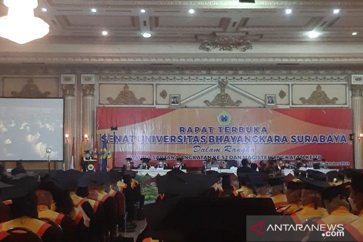 999 Lulusan Ubhara Surabaya Jalani Wisuda Luring, Begini Alasan Rektor - JPNN.com Jatim